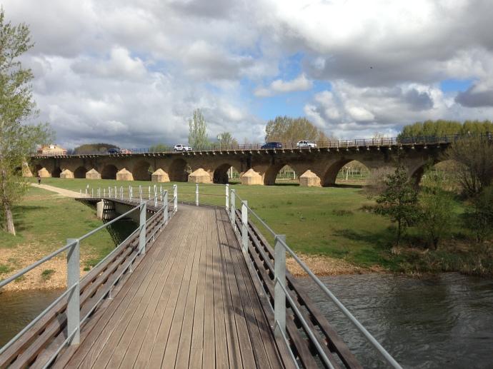 The 20 span Puente Ingente over rio Moro
